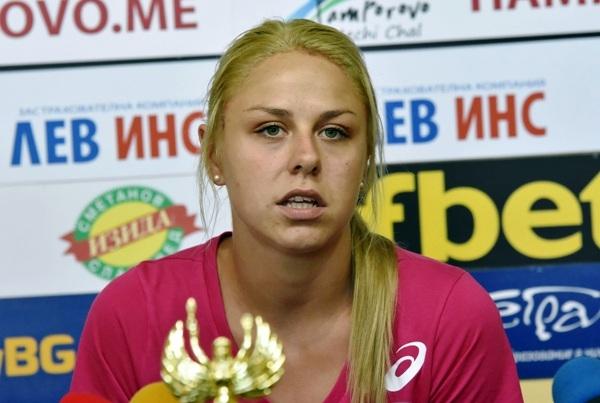 Младата ни националка Гергана Димитрова, която играе на поста посрещач,