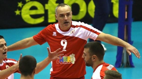 Капитанът на ЦСКА Ивайло Стефанов отпразнува вчера рожден ден. Волейболистът