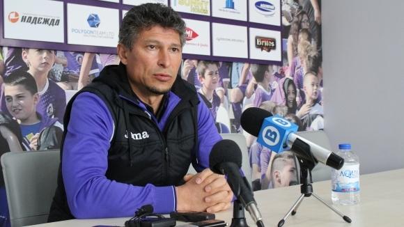 Старши треньорът на Етър Красимир Балъков поздрави момчетата си след