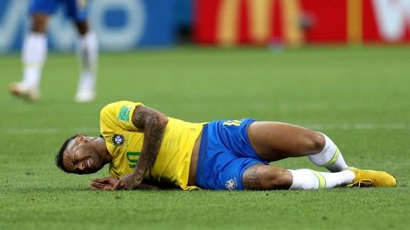 Суперзвездата на Бразилия и Пари Сен Жермен Неймар редовно търпи