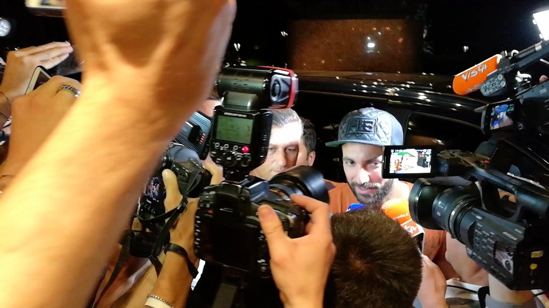 Аржентинският нападател Гонсало Игуаин пристигна в Милано, за да финализира