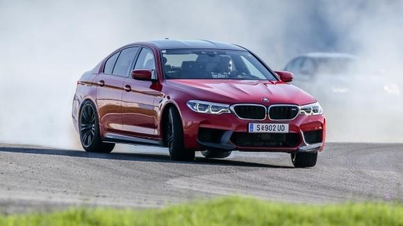 С появата на последното, шесто поколение 5-а серия от BMW