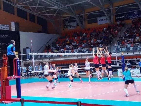 Женският национален отбор по волейбол на България отстъпи отново на