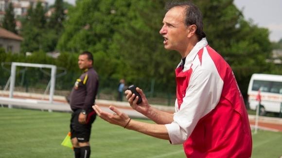 Старши треньорът на Локомотив (Дряново) Иван Шипкалиев сподели очакванията си