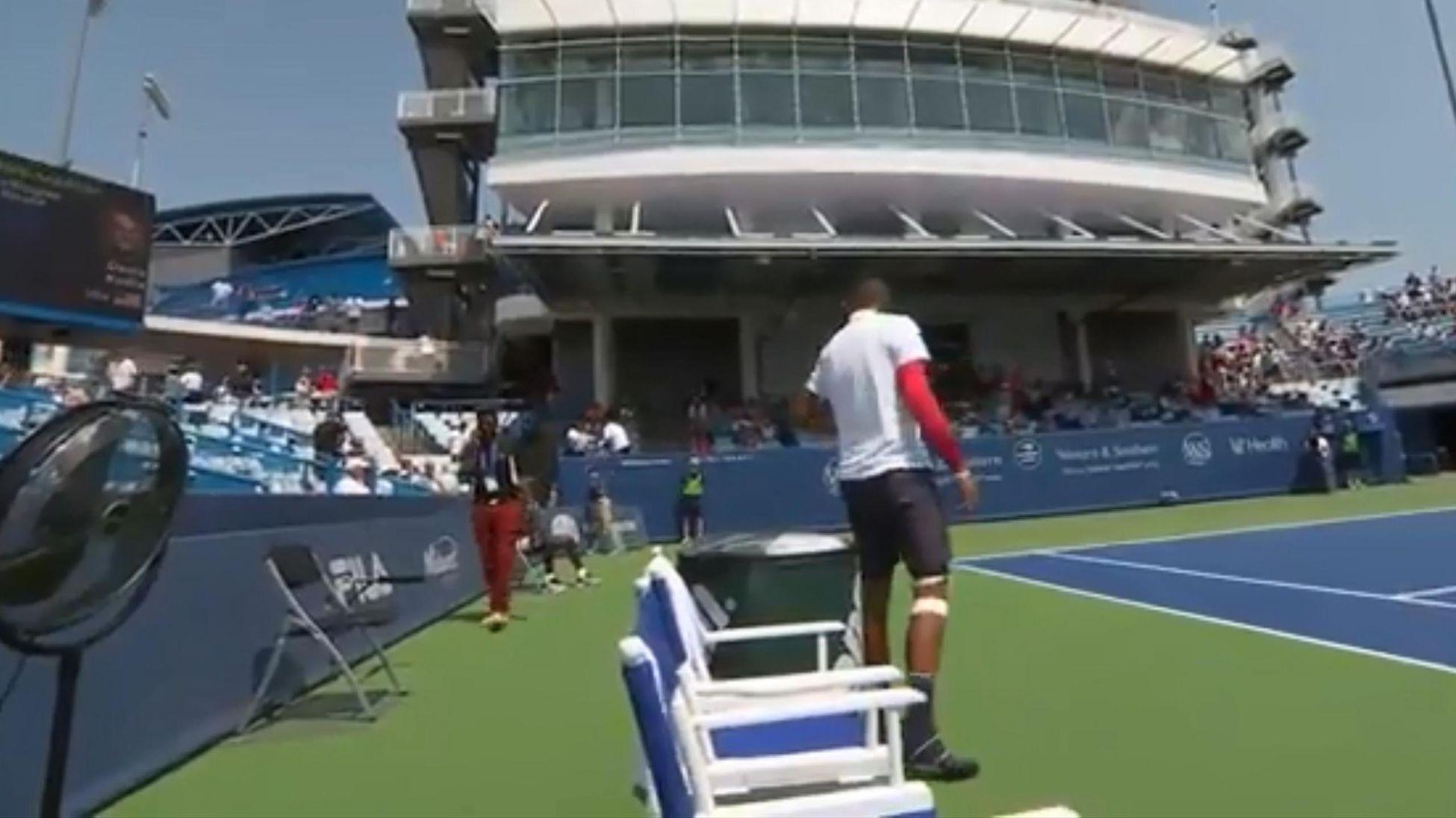 Австралийската тенисзвезда Ник Кириос направи шоу за зрителите и изправи