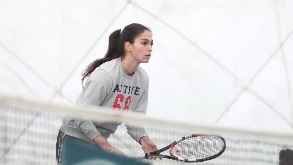 Българката Изабелла Шиникова отпадна на четвъртфиналите на турнира по тенис
