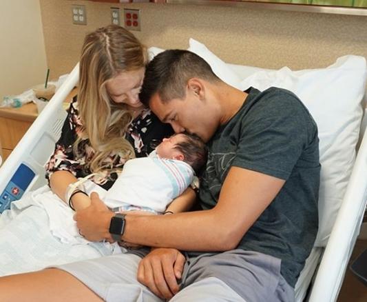 Американският национал Мика Кристенстън стана баща за първи път. Разпределителят
