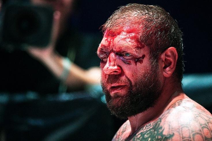 Мач на руския ММА боец Александър Емеляненко приключи в болницата.