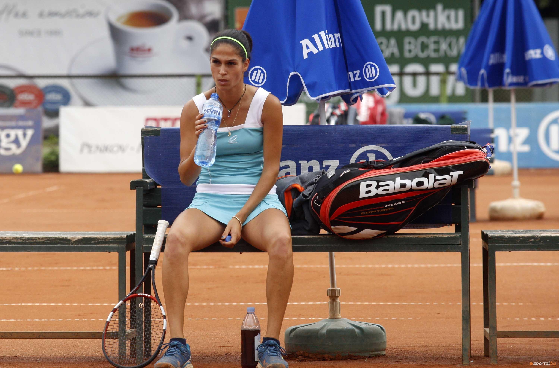 Българката Изабелла Шиникова отпадна във втория кръг на турнира по