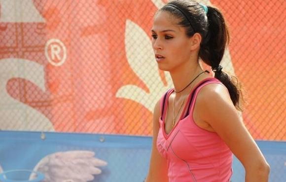 Изабелла Шиникова отпадна на полуфиналите на двойки на турнира по