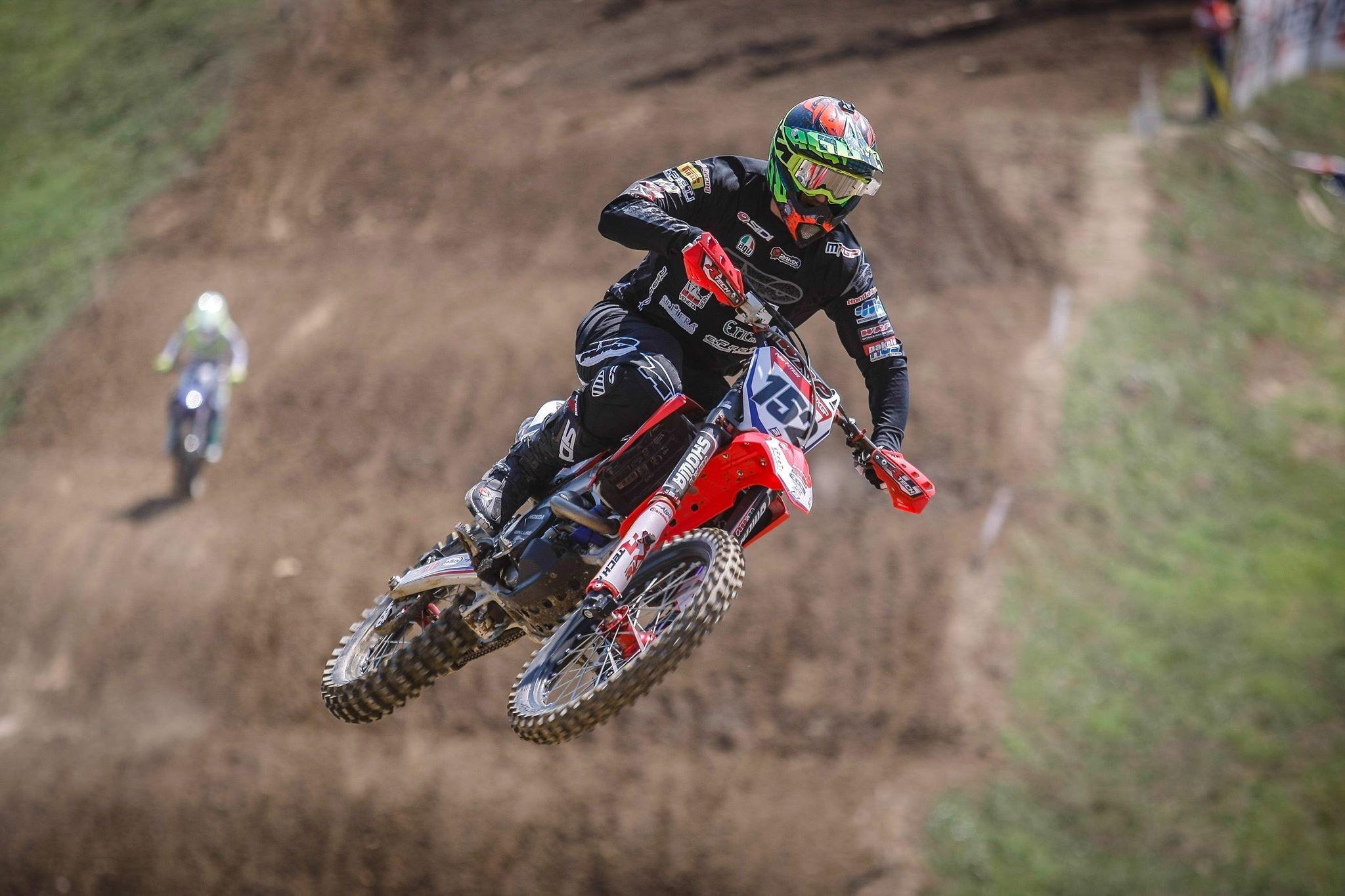 Българската надежда в Световния шампионат по мотокрос Петър Петров (Honda)