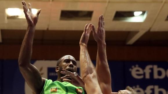 Американският център Дариъс Гарет, който завърши миналия сезон като играч