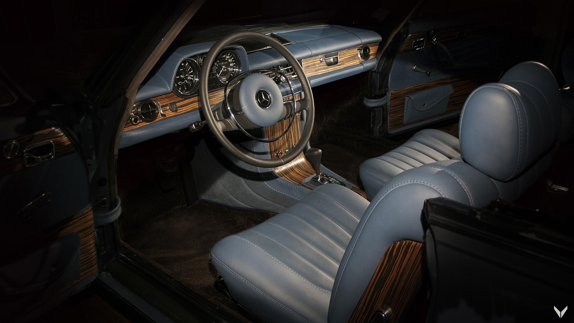 Историята на този Mercedes-Benz 250 CE е доста заплетена, но