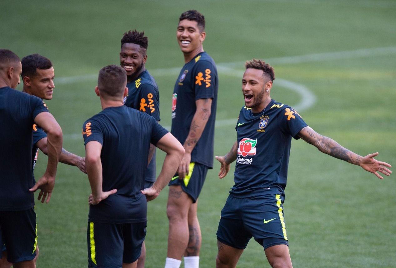Бразилската звезда Неймар се зарадва по интересен начин на свой