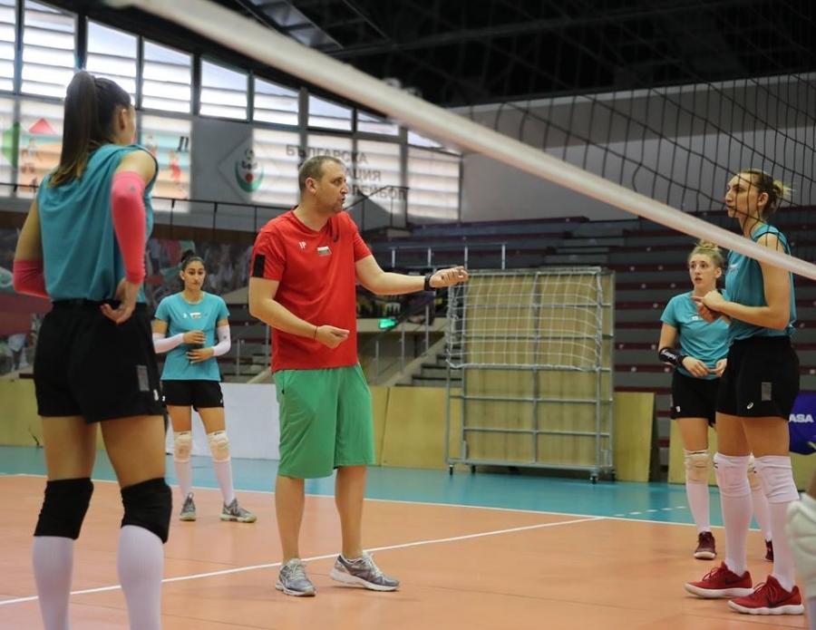 Женският национален отбор по волейбол на България, който води подготовка