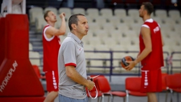 Треньорът на Александър Везенков в Олимпиакос (Пирея) Дейвид Блат взе