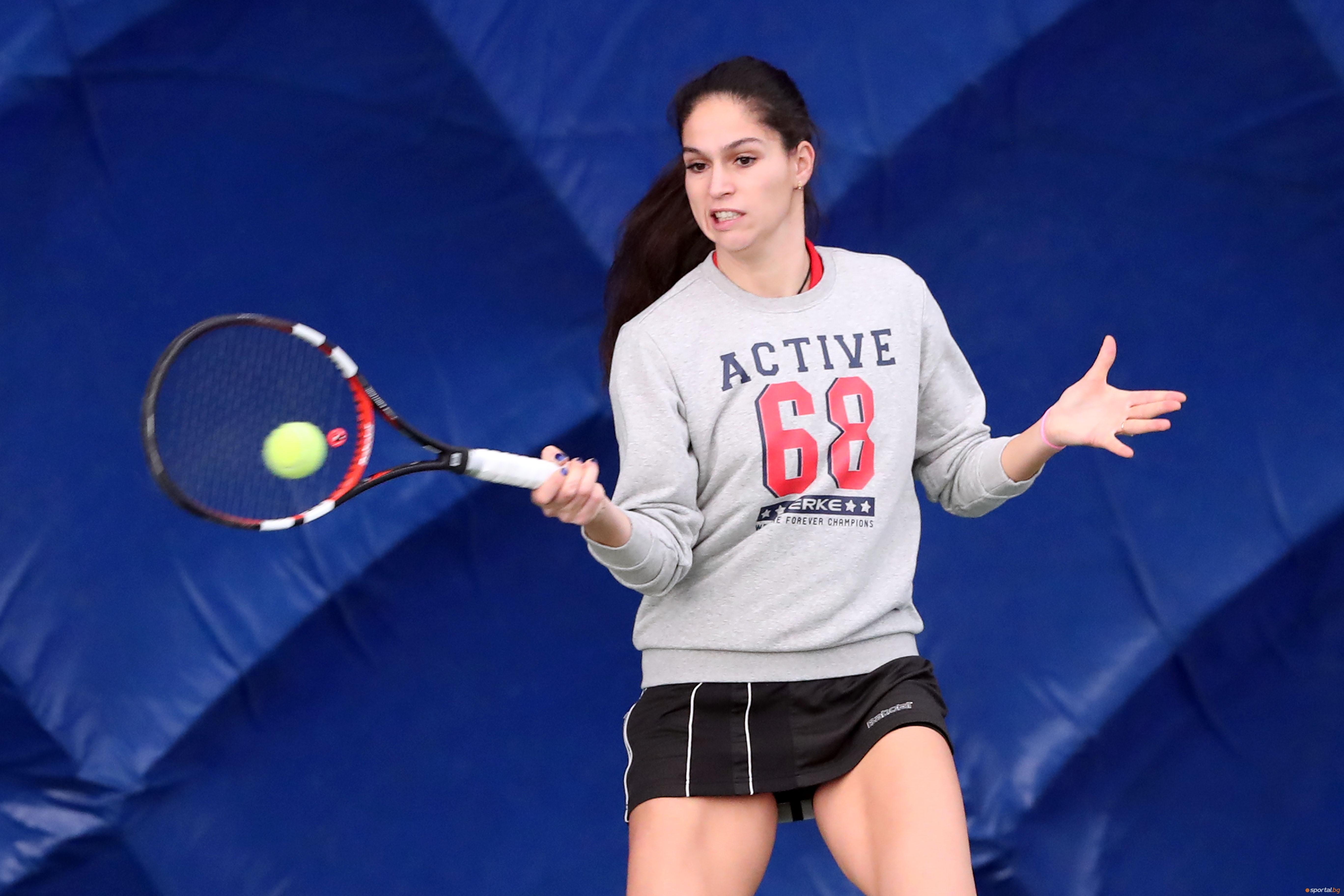 Изабелла Шиникова преодоля квалификациите на турнира по тенис на червени