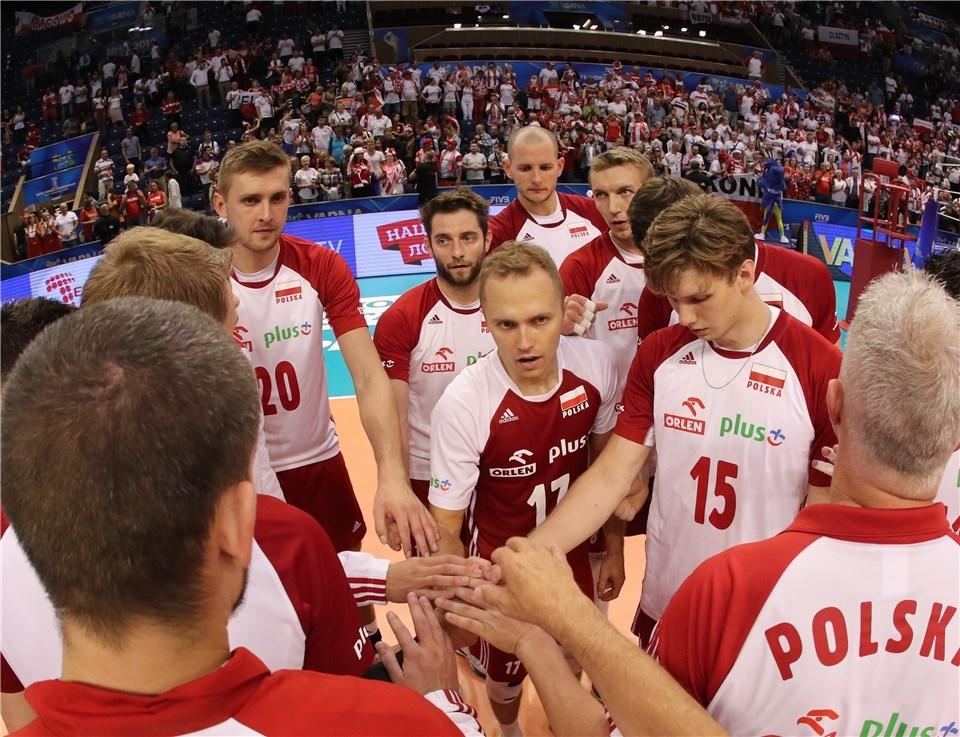 Действащият световен шампион Полша започна с победа защитата на титлата