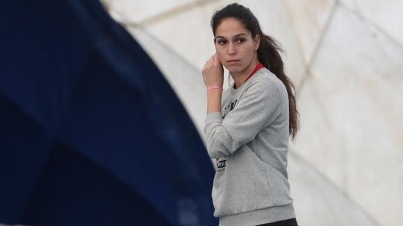 Изабелла Шиникова отпадна във втория кръг на турнира по тенис
