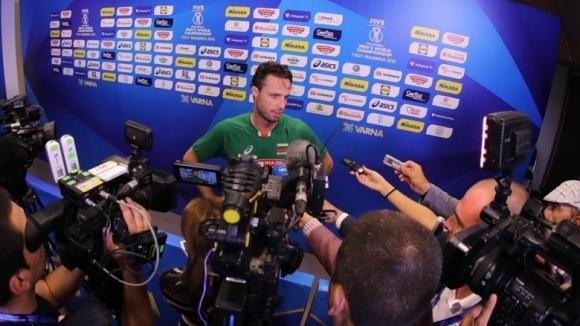 Либерото на националния отбор Теодор Салпаров безспорно привлича погледите, където