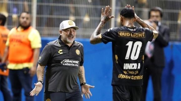 Легендата на Аржентина и световния футбол Диего Армандо Марадона дебютира