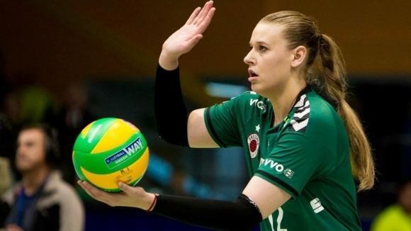 Канадската волейболна националка Дженифър Крос е първото чуждестранно попълнение в