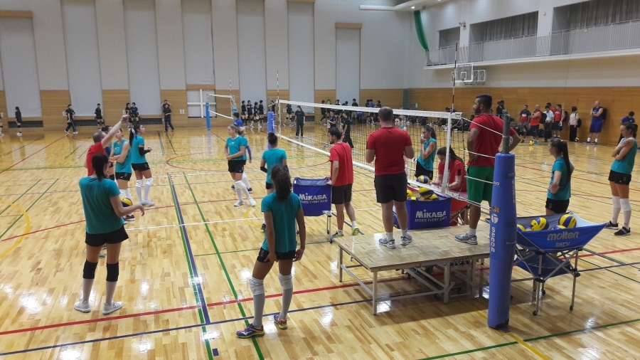 Националките ни по волейбол направиха първа тренировка на японска земя,