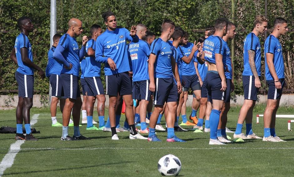 Група от 18 футболисти определи старши треньорът на Левски Славиша