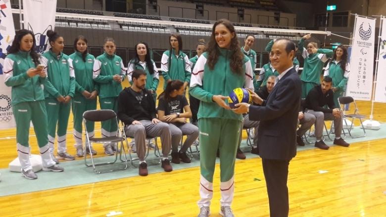 Необичаен подарък получиха националките ни по волейбол от кмета на
