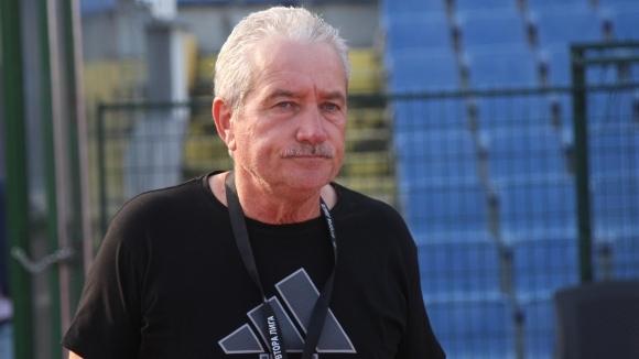 Старши треньорът на Монтана Ферарио Спасов поздрави своите футболисти след