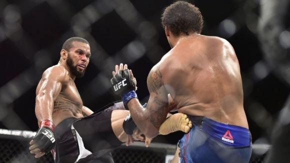 """Тиаго """"Марета"""" Сантос (19-6 MMA, 11-5 UFC) се затрудни доста"""