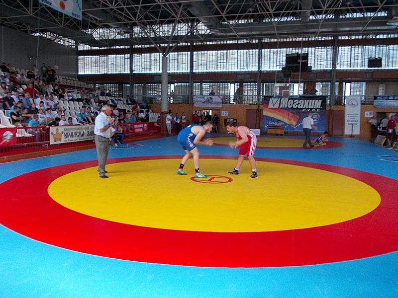 Двама българи стигнаха до репешажите на световното първенство за юноши