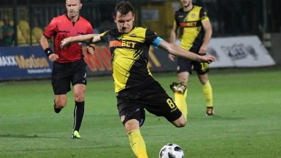 Националът на Ботев (Пловдив) Тодор Неделев беше бесен от поражението