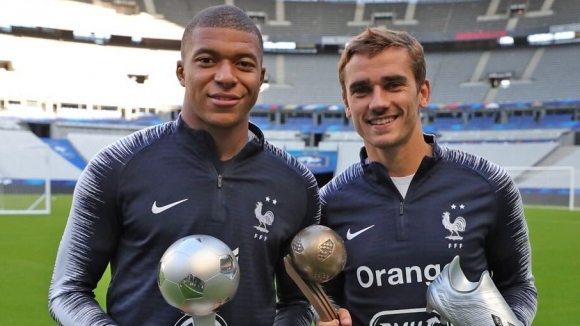 Легендарният бивш бразилски нападател Пеле зарадва изгряващата звезда на френския
