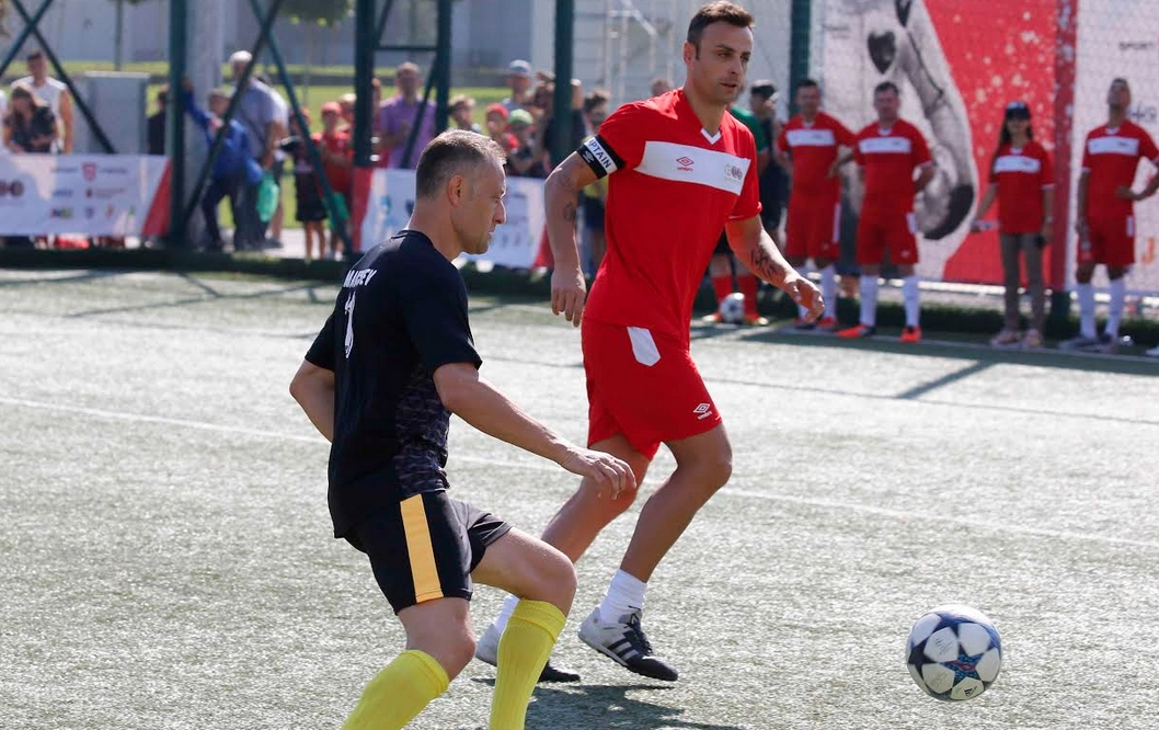 Футболната звезда Димитър Бербатов спази обещанието си да победи отбора