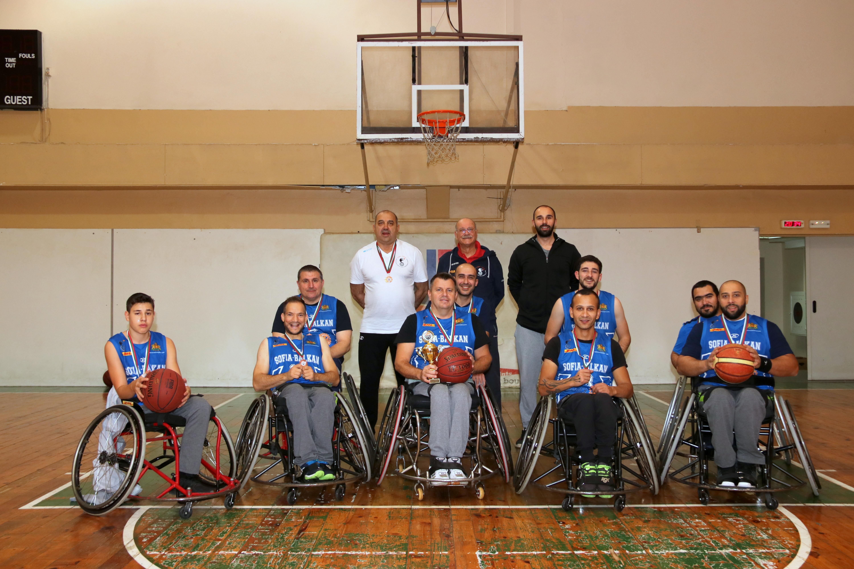 Първият баскетболен отбор за хора в инвалидни колички в България