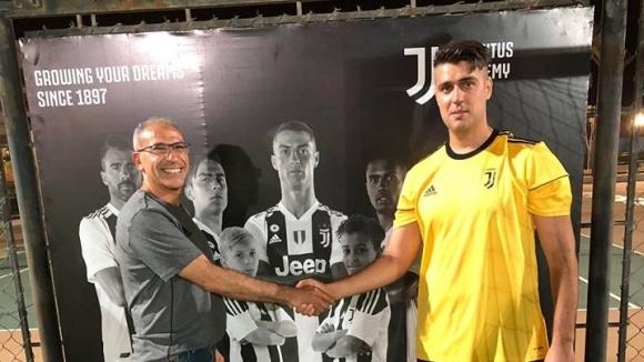 Българският треньор Петър Петров направи трансфер, наподобяващ този на Кристиано