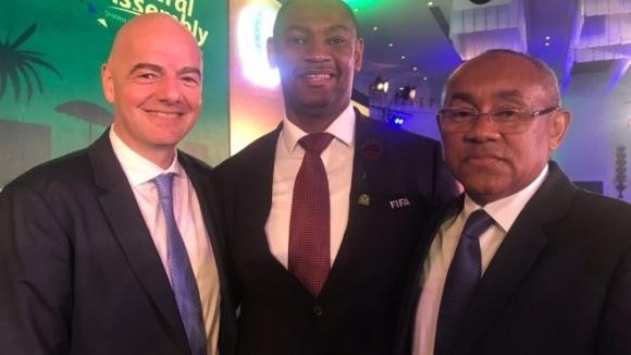 Президентът на Футболната асоциация на Малави - Валтер Нямиланду (в