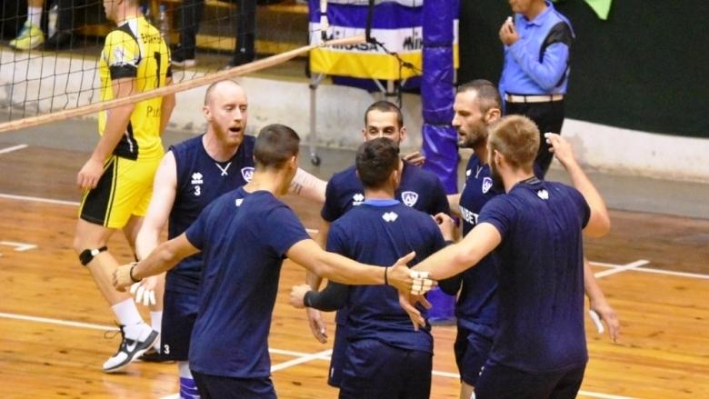 Отборът на Левски победи домакините от Миньор (Перник) с 3:0