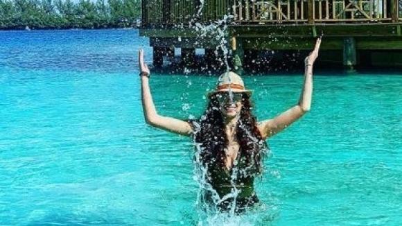 Приказна ваканция на Бахамските острови си подари Михаела Маевска по