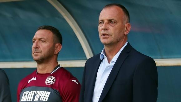 Селекционерът на младежкия национален отбор Антони Здравков иска да се