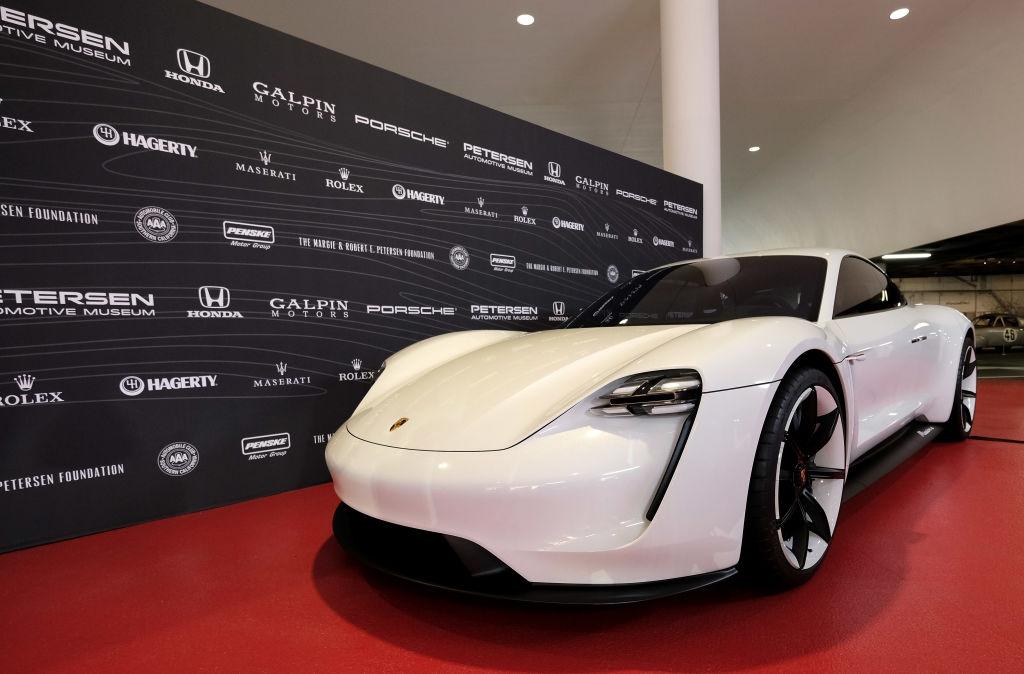 Porsche се подготвя за старта на производството на първия си