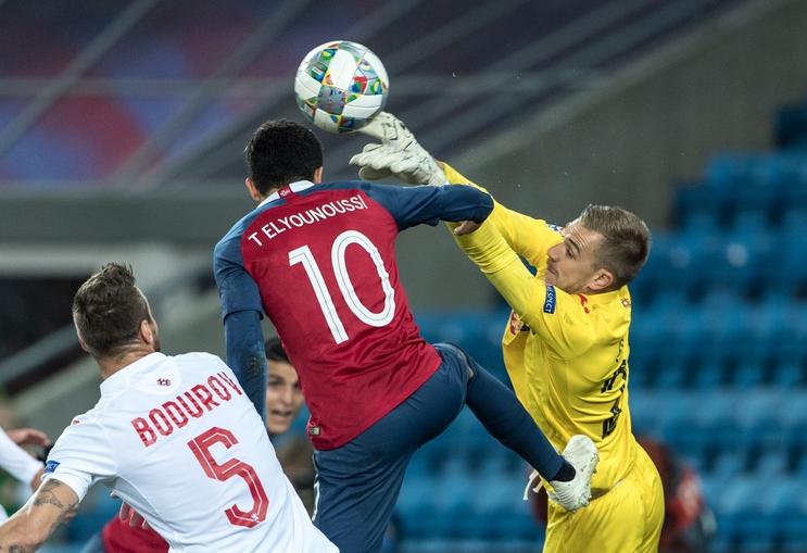 Вратарят на националния отбор Пламен Илиев е получил контузия в