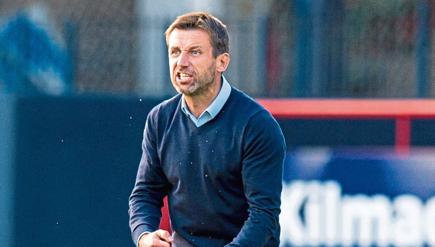 Бившият шотландски национал Нийл Маккан напусна мениджърския пост на ФК