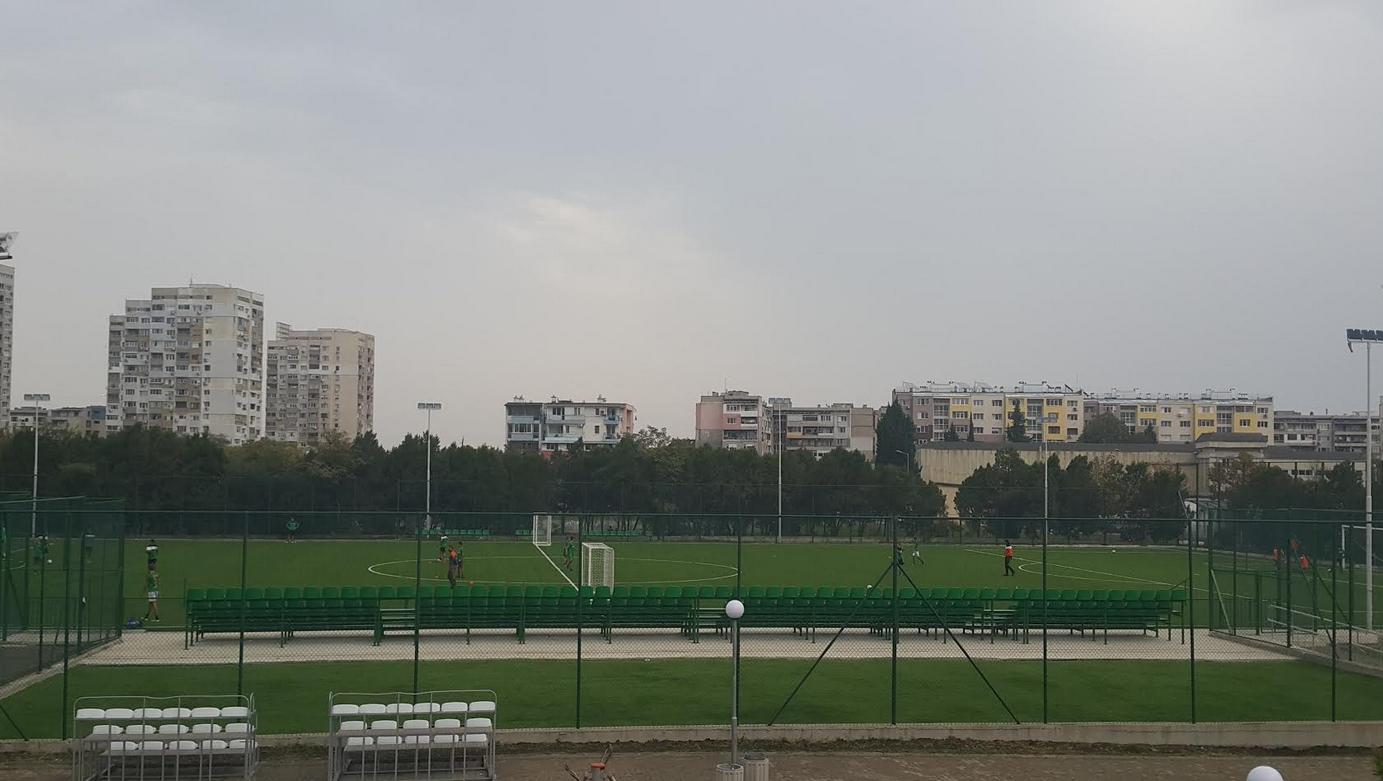 """Реконструкцията на футболния терен в спортен център """"Изгрев"""" приключи и"""