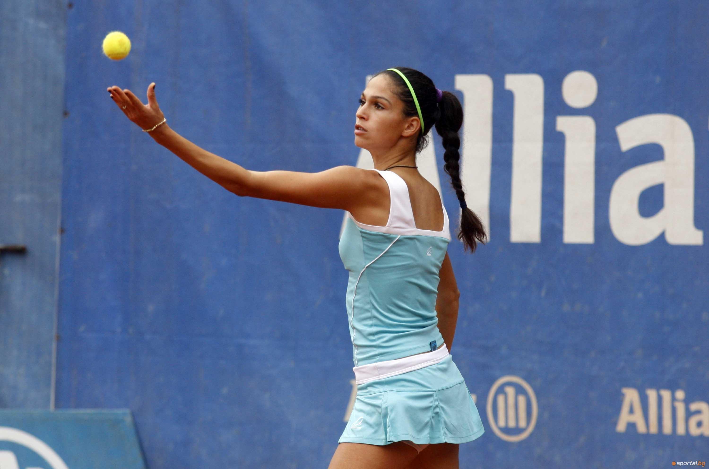 Българката Изабелла Шиникова се класира за полуфиналите на двойки на