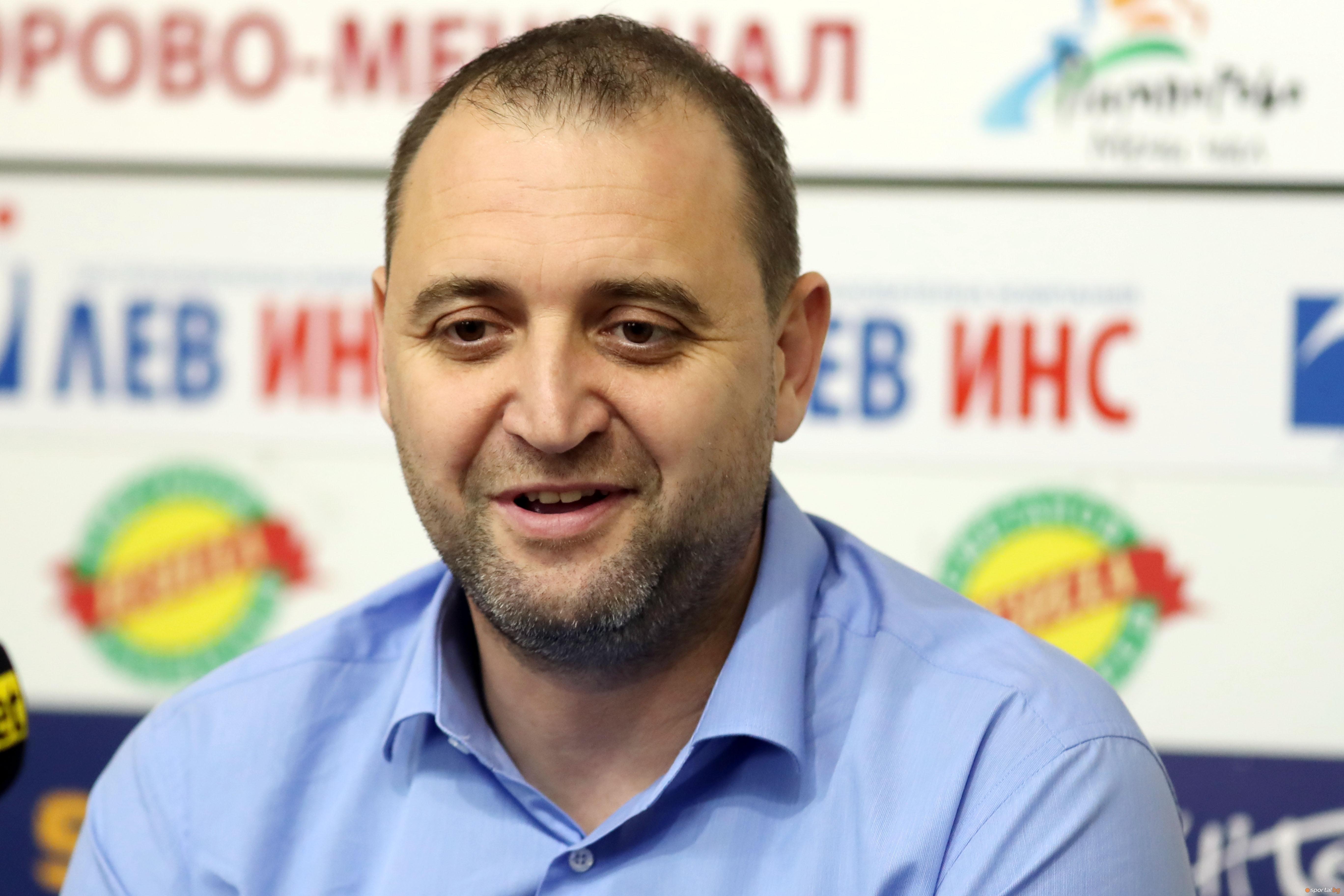 Селекционерът на женския национален отбор по волейбол Иван Петков е