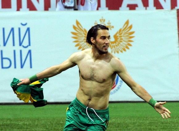 Капитанът на националния отор на България Ивелин Попов най-вероятно ще