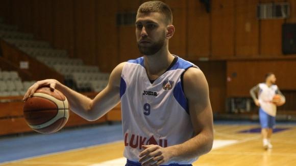 Българският баскетболист Алекс Симеонов изигра нов силен мач при загубата