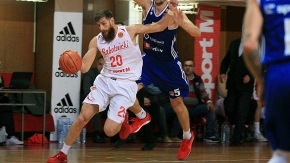 Шампионът Работнички постигна трета победа от началото на сезона в